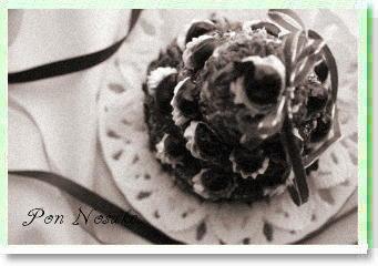 b白黒魔女の三段ケーキ