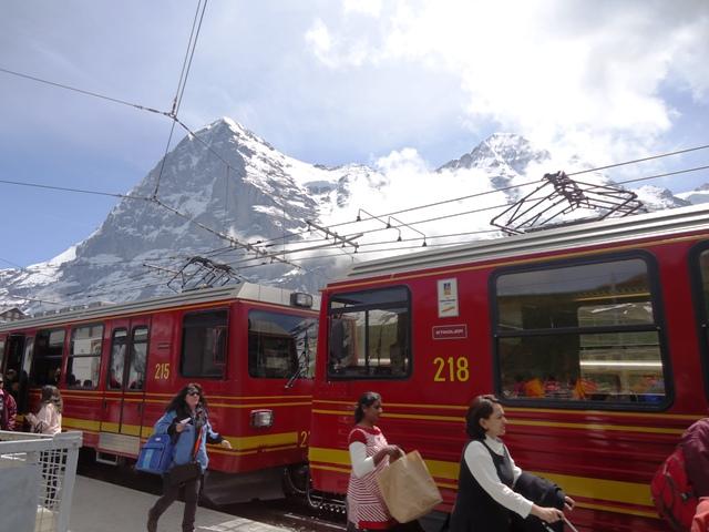 登山電車赤1