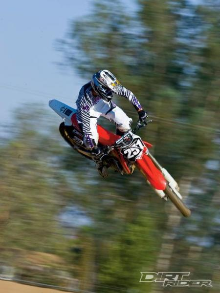 141_0911_01_z+2010_honda_CRF250R+jump.jpg