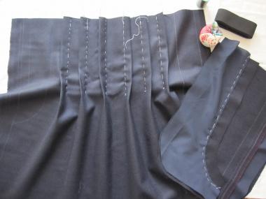 紺スカート製作中