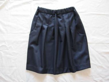 紺スカート