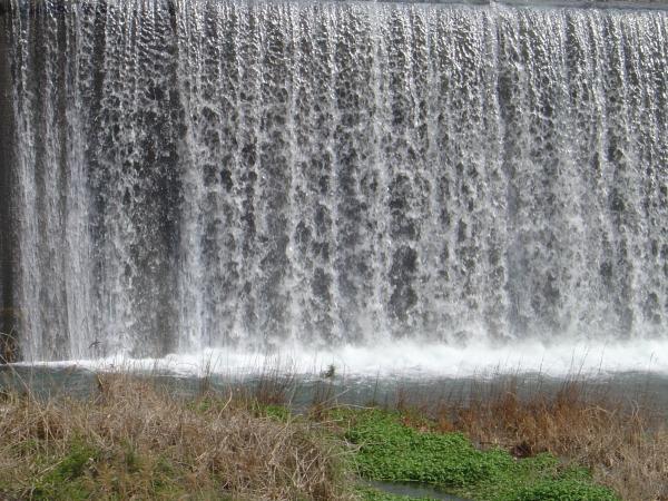 流れ落ちる水流縮小