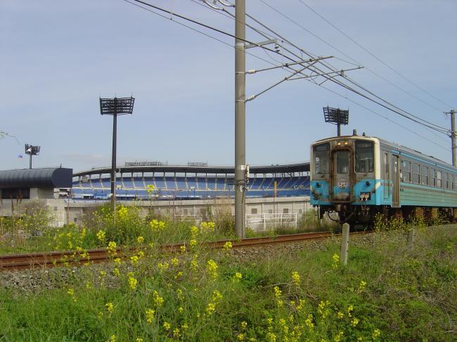 坊ちゃんスタジアムと電車縮小