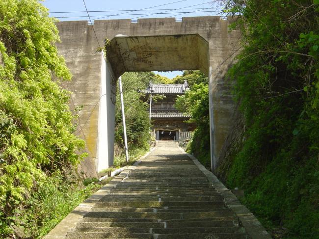 予讃線と神社