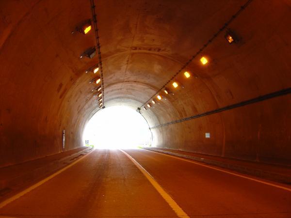 トンネル出口3縮小
