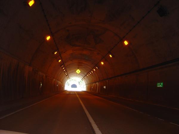 トンネル出口2縮小