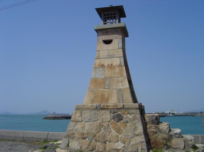 萬安港灯台縮小