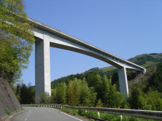 高速道路高架橋縮小
