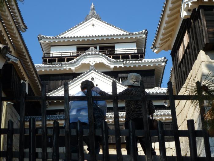 お城と観光客縮小