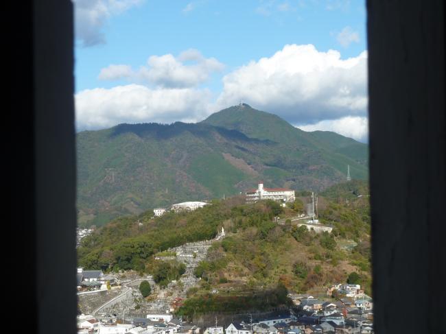 宇和島城から鬼ケ城山縮小