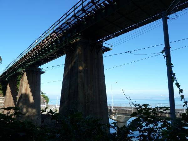 鉄橋と伊予灘3