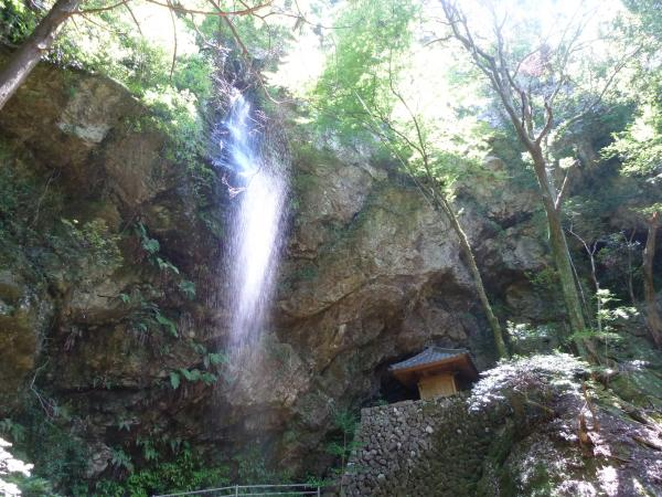 滝と樽滝観音3
