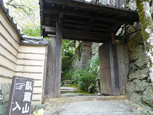 臥龍山荘門3
