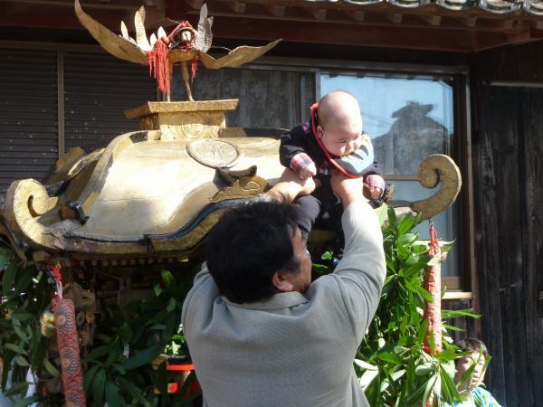 神輿に子供8