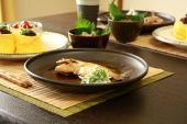 かわはぎの煮付けと神戸牛佃煮そぼろおにぎり