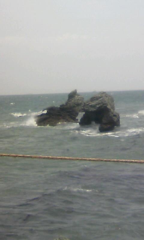110513_105156夫婦岩の左の岩