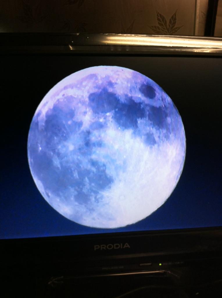 IMG_3652テレビのお月様・中秋の名月