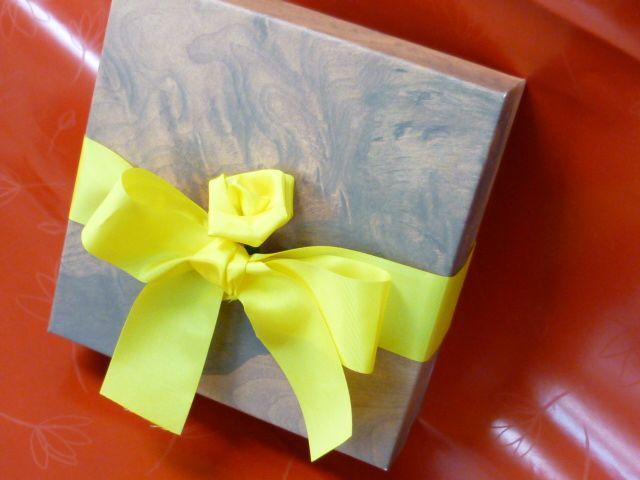きれいなお菓子の箱で.jpg