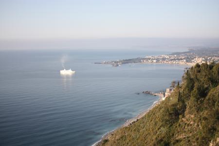 朝のイオニア海