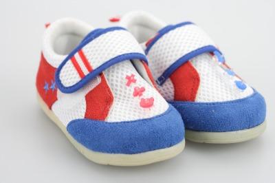 プニョット付けた子供靴