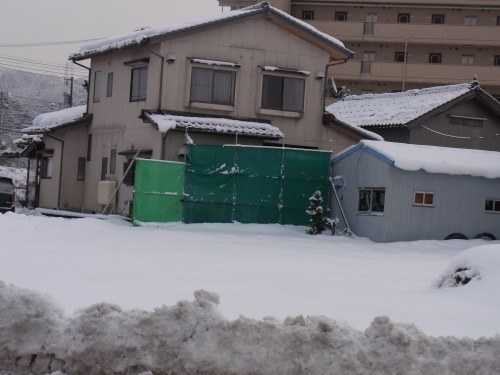 住宅の防風ネットで目隠し・寒さ対策1