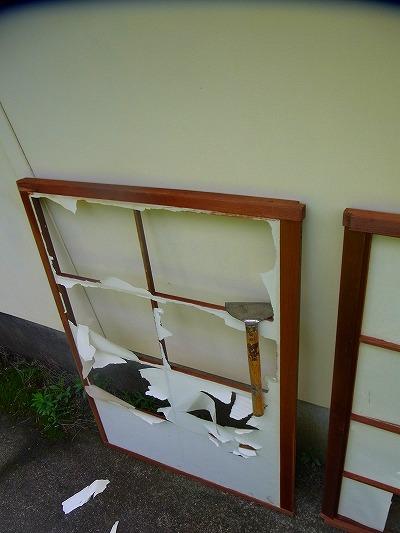 障子戸の紙が破れたまま・・対策必要2