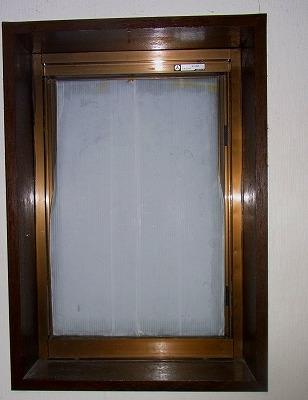 台風15号で窓から雨・・