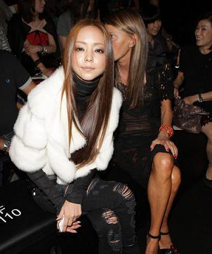 7.白のボアコートの安室奈美恵