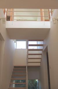 「おゆみ野の家」工事中階段ホール