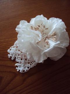 白花のコサージュ