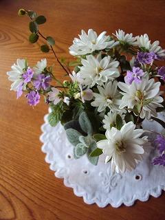 テーブルにはお花を
