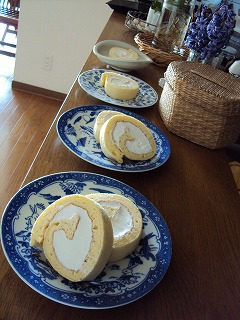 初ロールケーキ