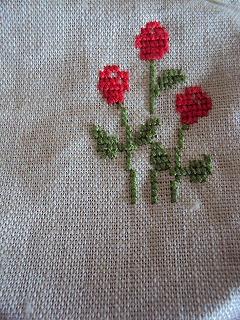 赤い花の刺繍