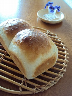 膨らみ微妙な食パン