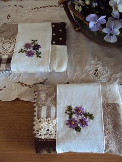 紫刺繍ポーチ