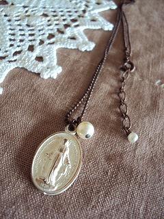 メダイのネックレス