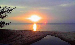 UFOのような夕日を眺め。ご満悦なり。