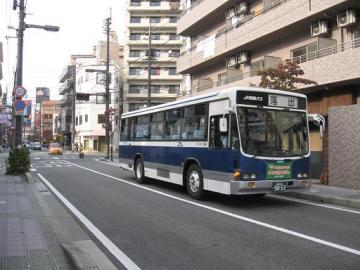 7台ある車両はもと神戸市営バス車で統一