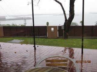 雨のカフェ