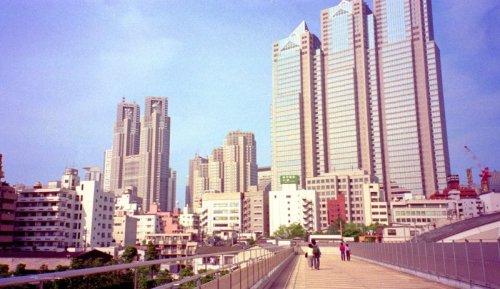 西新宿の高層ビル