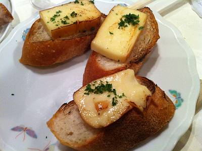 スモークチーズのカナッペ