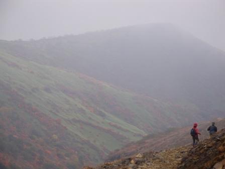 091017霧の晴れ間の紅葉
