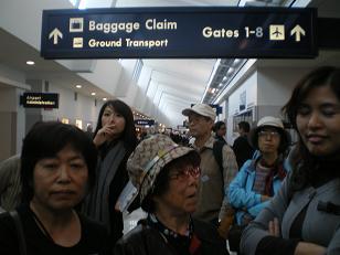 シカゴ空港で 4人は~
