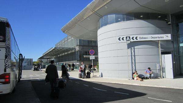 s10-2087dubrovnik-airport.jpg