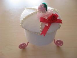 いちごケーキの馬車(キャンディポット)