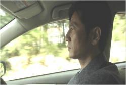 澪香に会いに車を走らせる京介