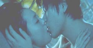 キスをするワタナベ