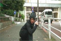 街に出て盗撮しているユゥ