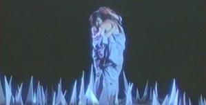 地獄で恋人と抱き合う母