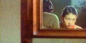鏡に映る、母・ミホの亡霊